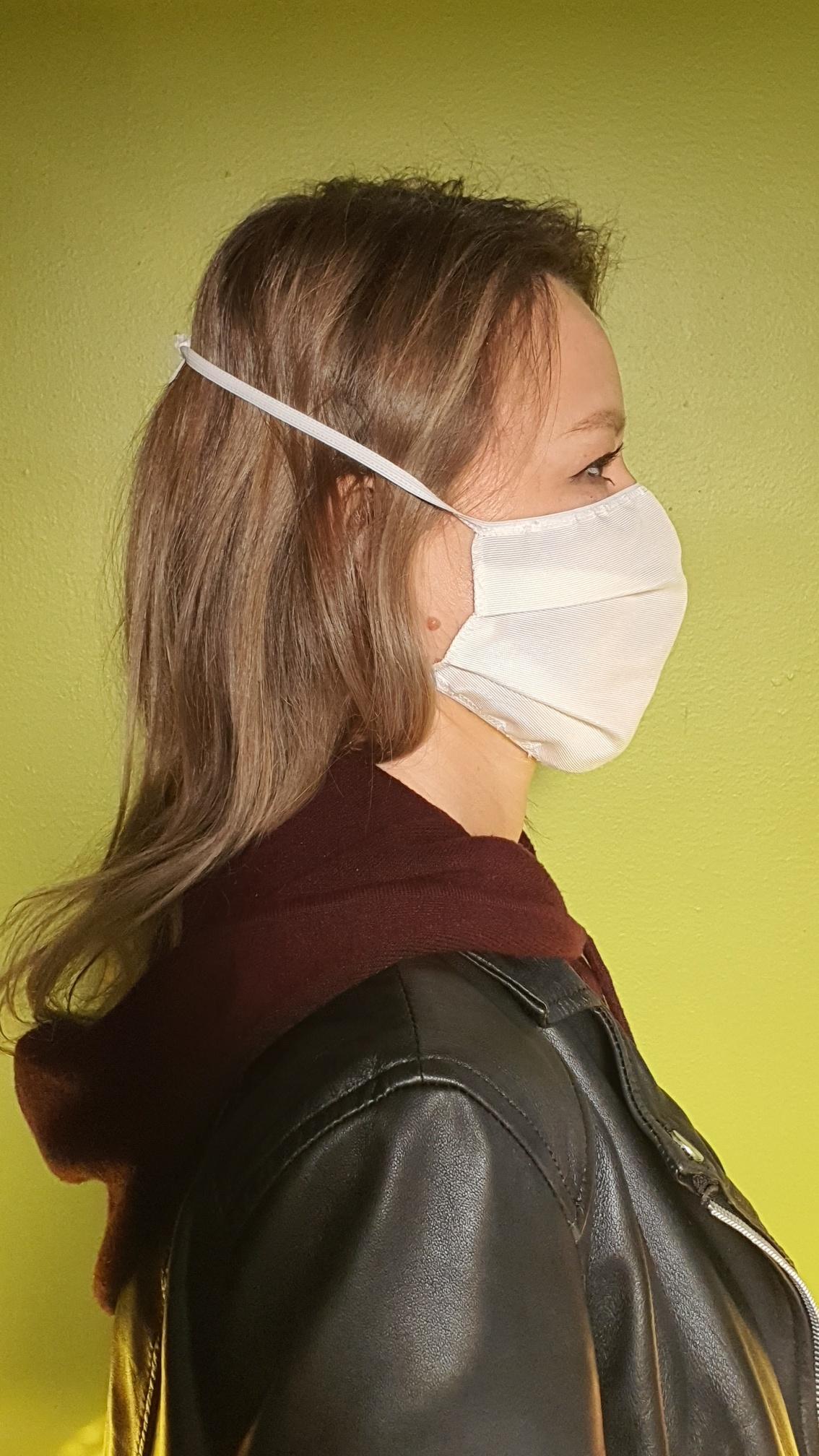 MAS2020-0, VARI, sicurezza personale e protezione, Scatola 10 mascherine settimanali caratteristiche ffp2, Tutte le aziende coinvolte in questa filiera produttiva sono lombarde; vantano un know-how di oltre 30 anni nella produzione di filati e tessuti tecnici utilizzati nel settore di filtrazione alimentare, medicale e farmaceutico.  la mascherina è:  -traspirabile -idrorepellente fluoro free  quindi totalmente atossica,  -pertanto le nostre mascherine legalmente sono adatte per uso comunità -       riutilizzabili più volte (6/7) procedura nella scheda articolo,   confezione da 10 mascherine caratteristiche ffp2   articolo in esenzione iva art.10 dpr 633/72